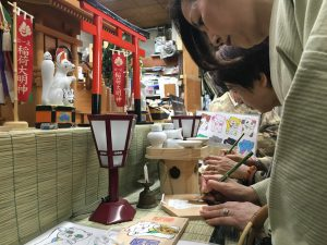 姫路きもの祭り、宮宗神具店で絵馬の絵付け体験